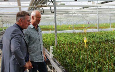 Programmawethouder Duurzaamheid Albert Abee brengt bezoek aan Wooning Orchids